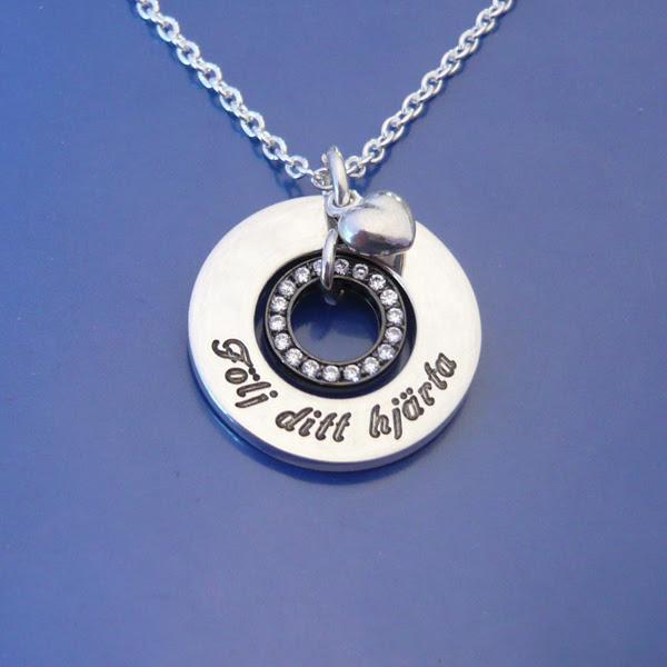 Våra personliga smycken   namnsmycken 6eeb0a8a7b2db